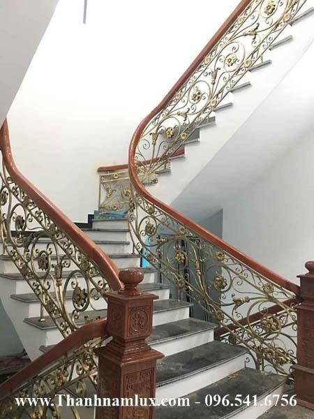 Mẫu cầu thang sắt nghệ thuật đẹp cao cấp