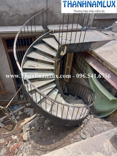 mẫu cầu thang sắt tại Hà Nội