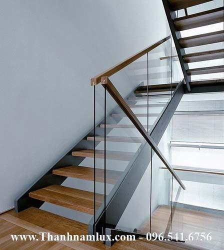 Cầu thang thép bản kết hợp lan can dạng lưới thoáng