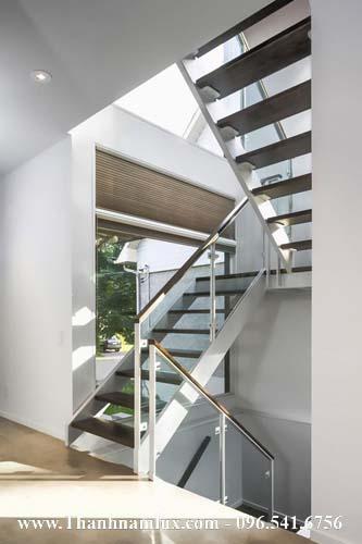 Mẫu cầu thang sắt đẹp được sơn màu trắng tinh tế