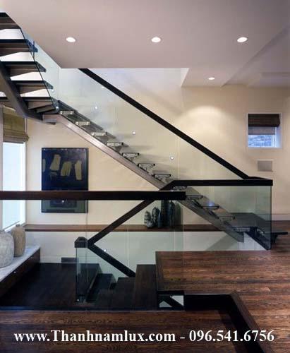 Mẫu cầu thang sắt đẹp với tông màu gỗ óc chó