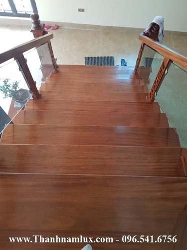 Các mẫu cầu thang kính gỗ đẹp nhất