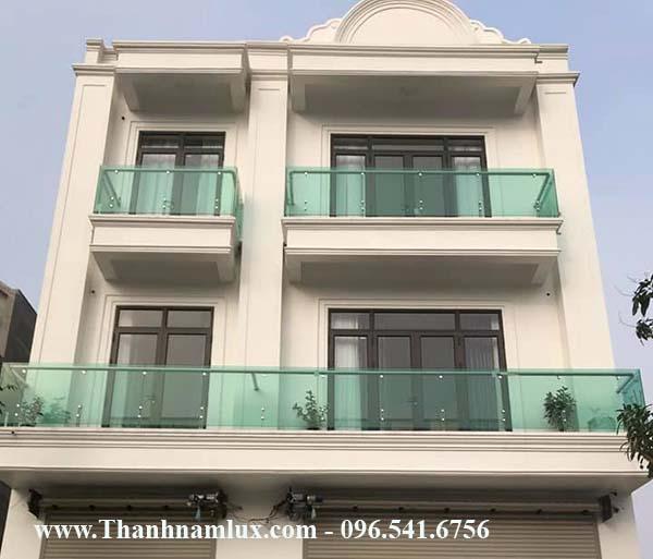 Mẫu lan can ban công kính đẹp tại Hà Nội