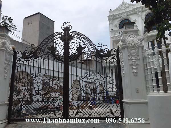 Mẫu cổng sắt nghệ thuật đẹp giá rẻ