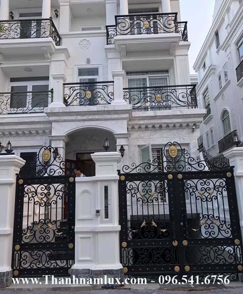 mẫu cổng sắt nghệ thuật cho biệt thự villa