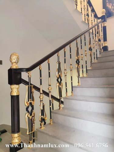 Cầu thang nhôm đúc con tiện đẹp