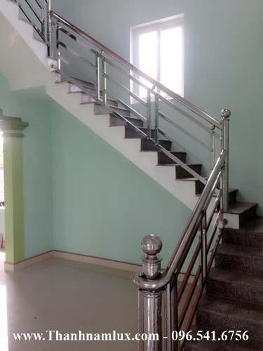 mẫu cầu thang inox đẹp