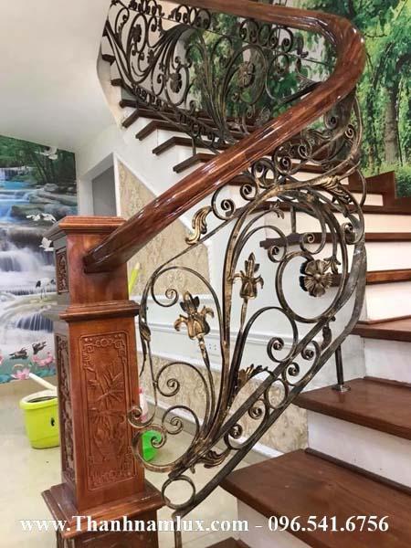 Cầu thang sắt nghệ thuật tại Lạng sơn được yêu thích