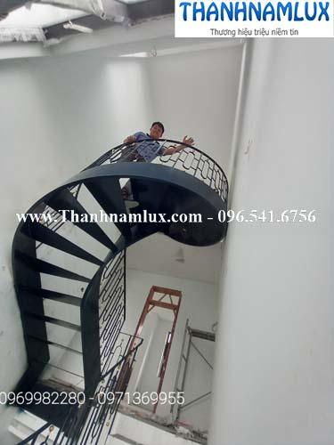 cầu thang xoắn ốc hà nội